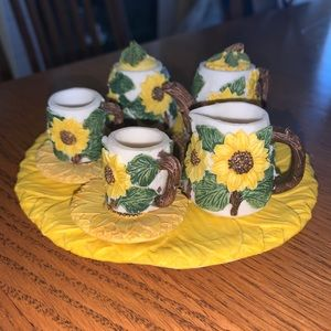 Mini sunflower tea set